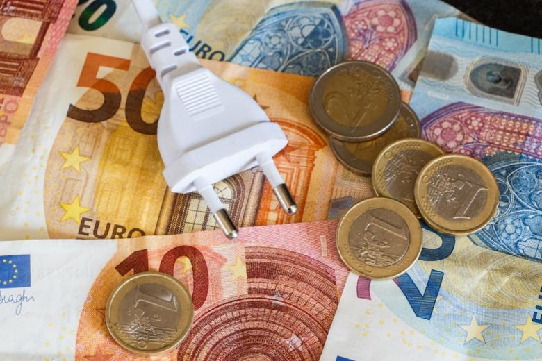 электричество вилка евро деньги
