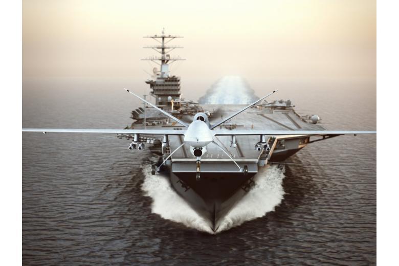 Ударный беспилотник стартует с эсминца США