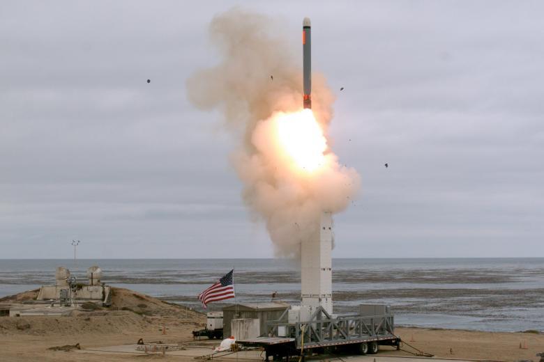 Старт ракеті средней дальности в Калифорнии