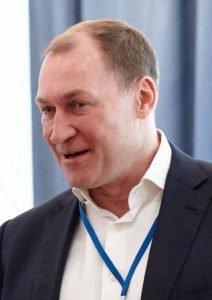 Gefährten beschuldigen Senator Koschins Gefolge. Es geht um Finanzbetrug фото 2