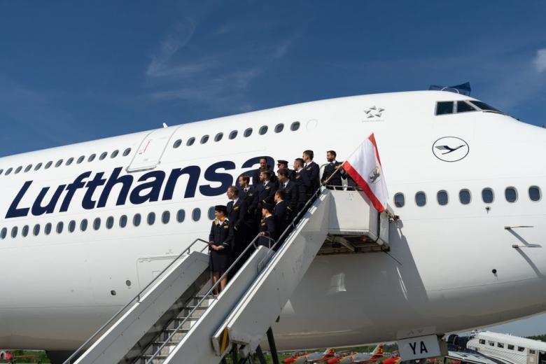 crew of airliner Boeing 747-8. Lufthansa
