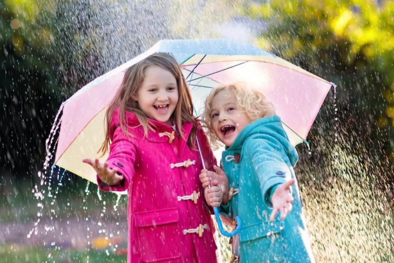 дождь дети под зонтом