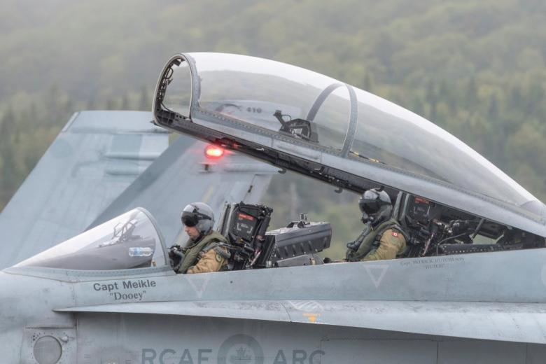 Истребитель с пилотом