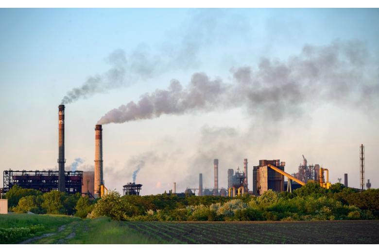 завод дымящие трубы