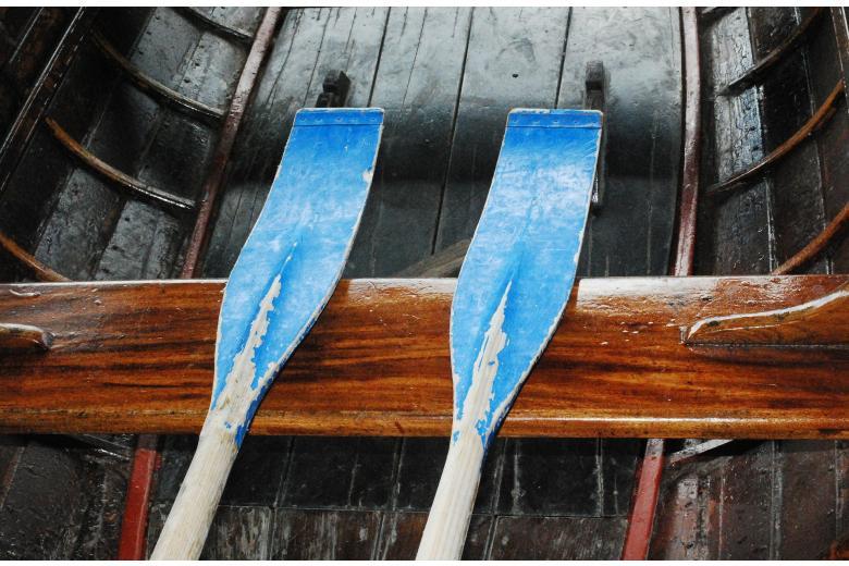 два весла в лодке