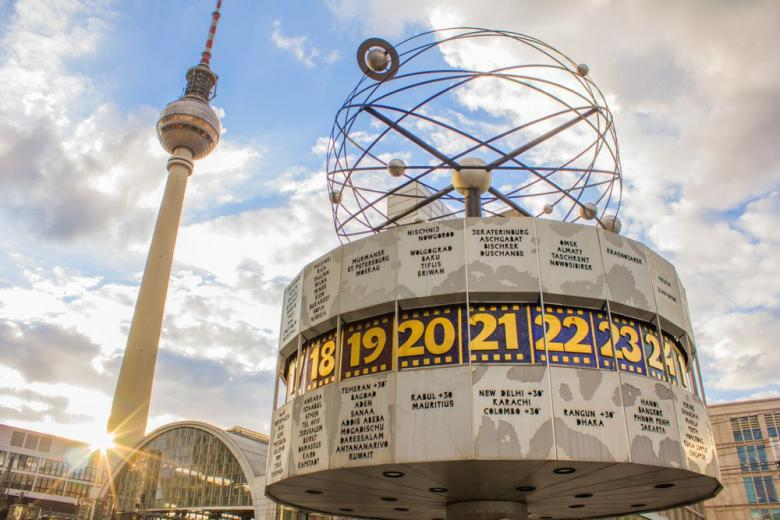 Часы мирового времени возе Берлинской телебашни