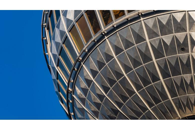 Фрагмент зеркального шара Берлинской телебашни