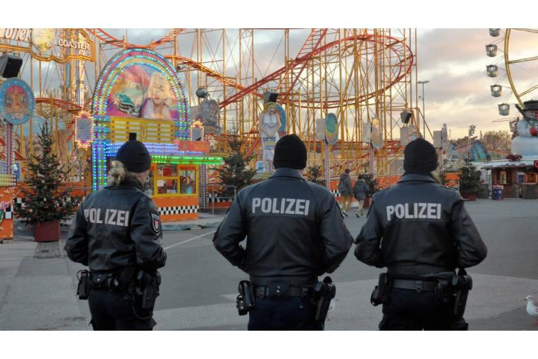 Police at the Christnas market in Hamburg