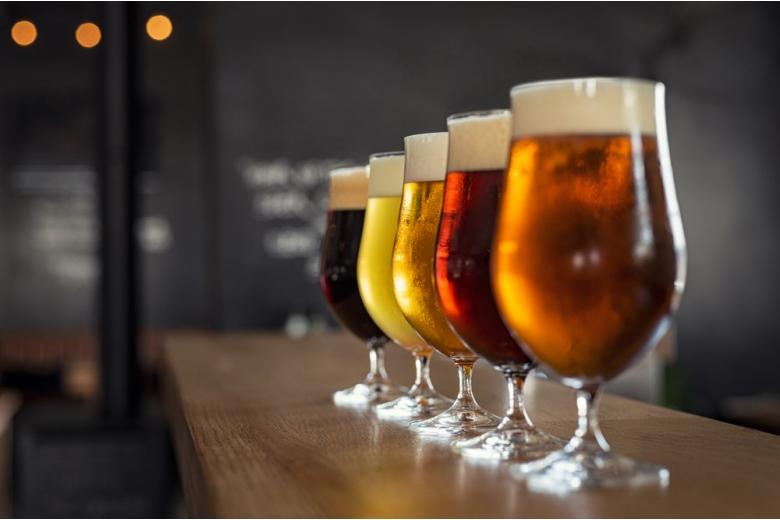 пиво на барной стойке
