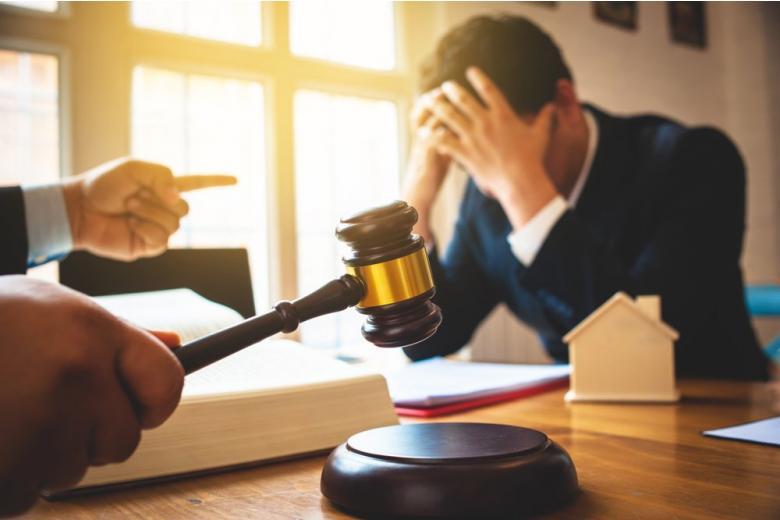 Судья объявляет о банкротстве