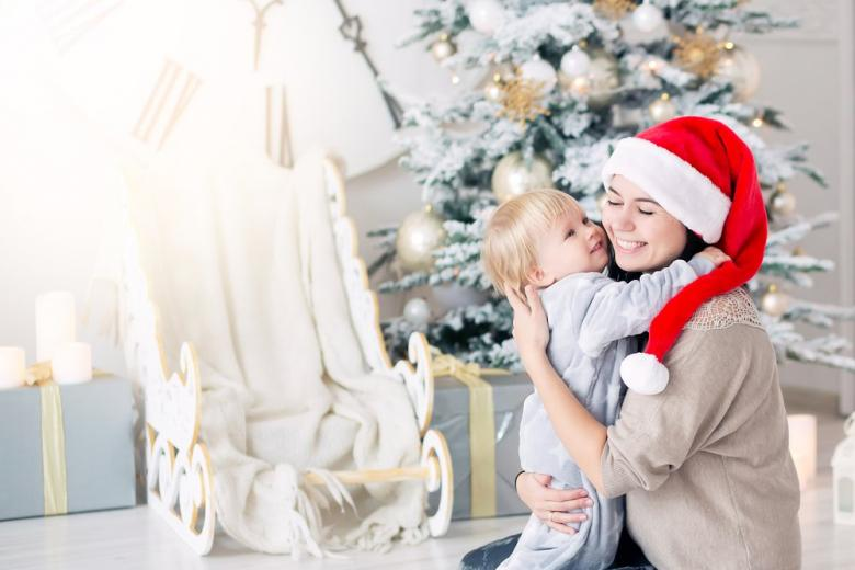 Мама и ребенок в Рождество