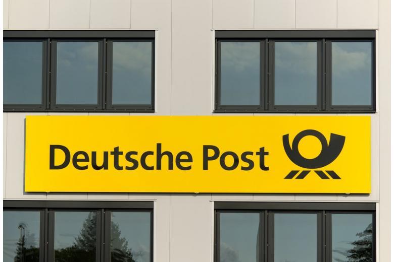 Логотип немецкой почты на здании