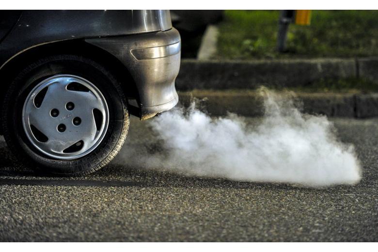 Авто выбрасывает в атмосферу СО2