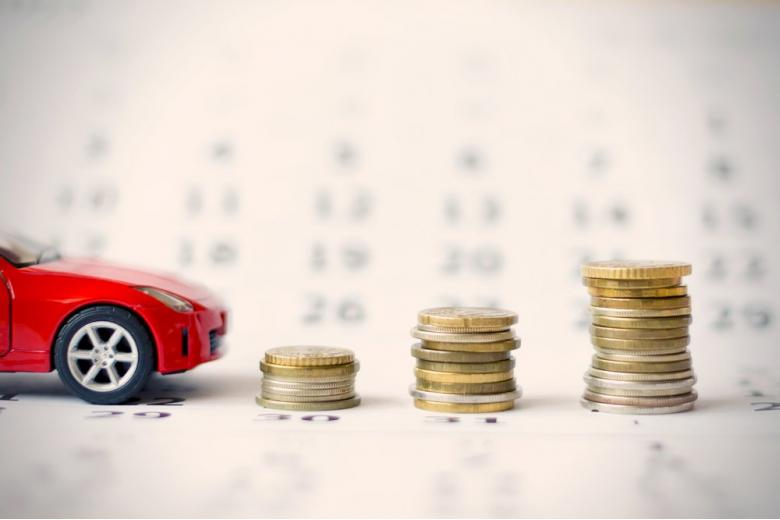 Машина и стопки денег