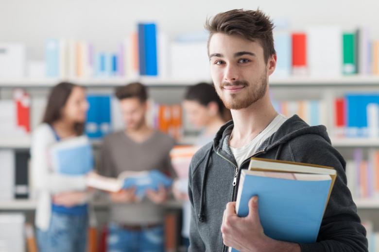 Студент с записями
