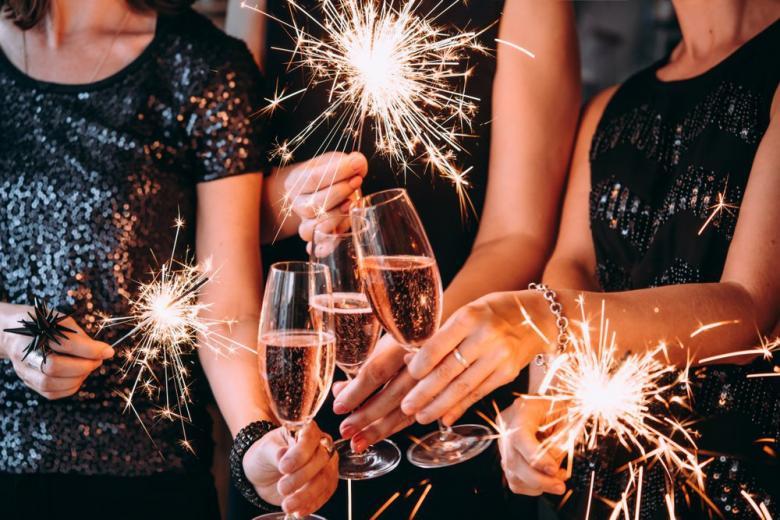 Бенгальские огни и шампанское