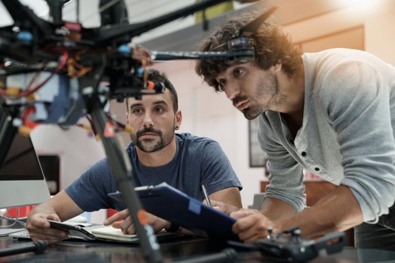 Беспилотник вместо шефа: немецкие учёные изобрели офисный дрон фото 1