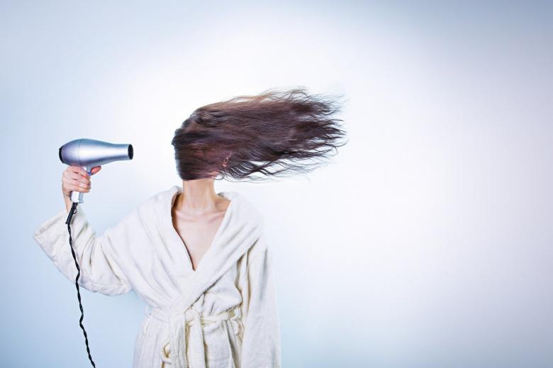 Зимняя забота: как восстановить ломкие волосы фото 1