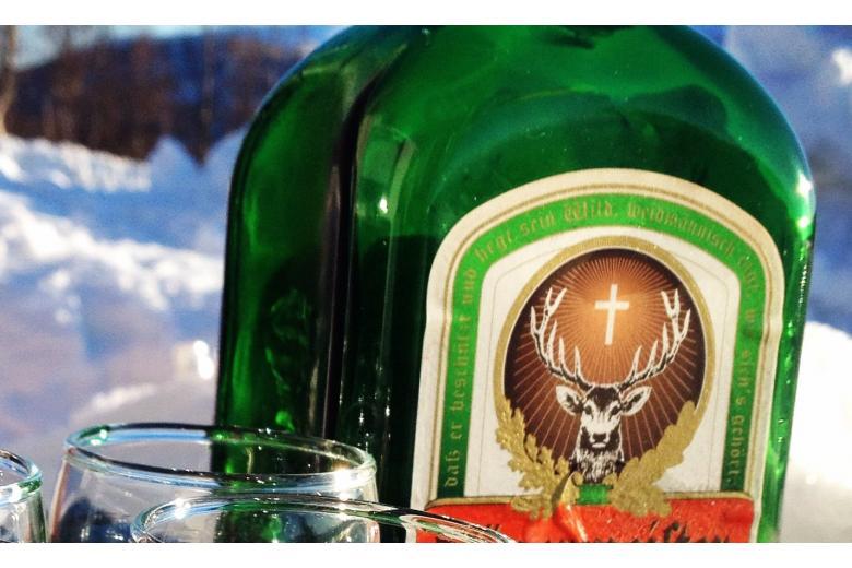 Бутылка с ликером