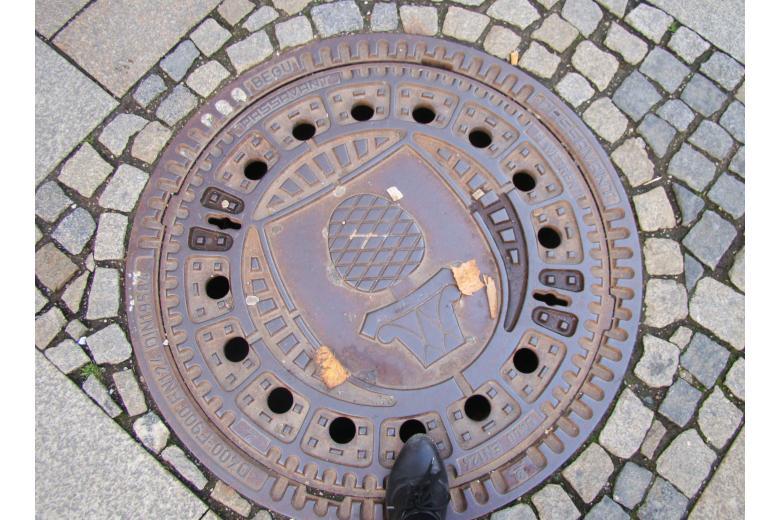 канализационный люк с гербом Аугсбурга