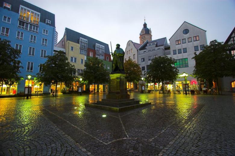 Маски стали обязательными в Jena
