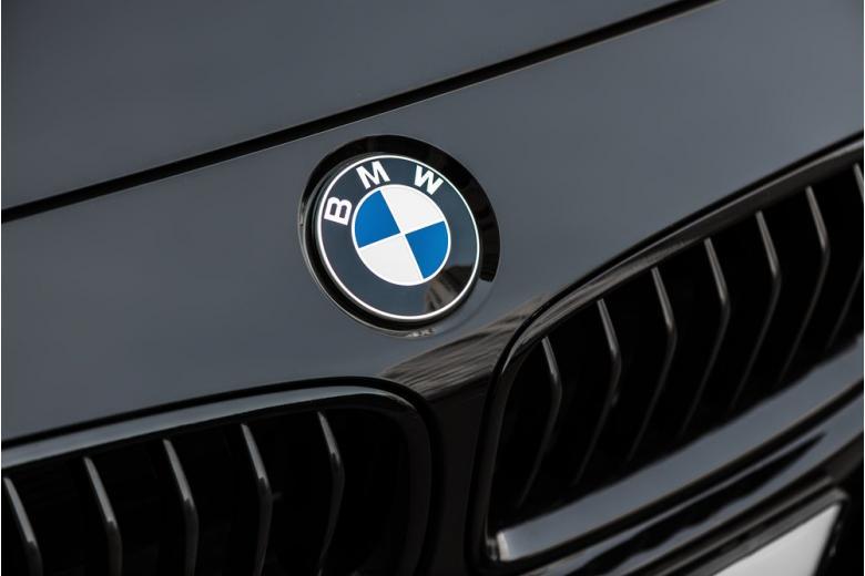 Лого на машине