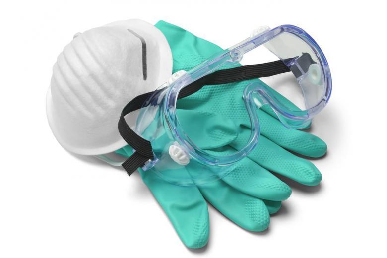 медицинская маска и перчатки