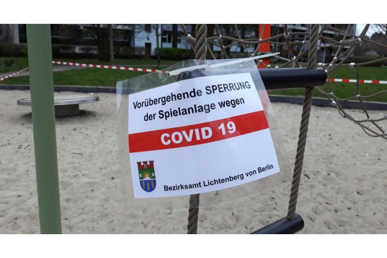 Детская площадка в Берлине, закрытая из-за COVID-19 фото