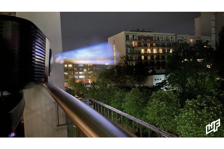 Кинопроектор арт-группы WindowFlicks в Берлинер фото