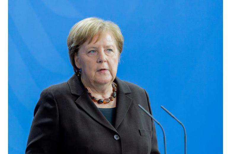 картинка Ангела Меркель выступает