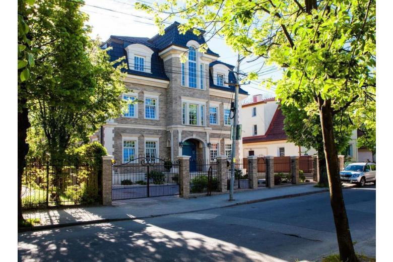 дом в городе фото