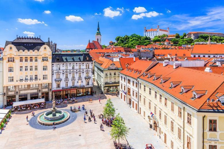 Братислава открыла границы фото