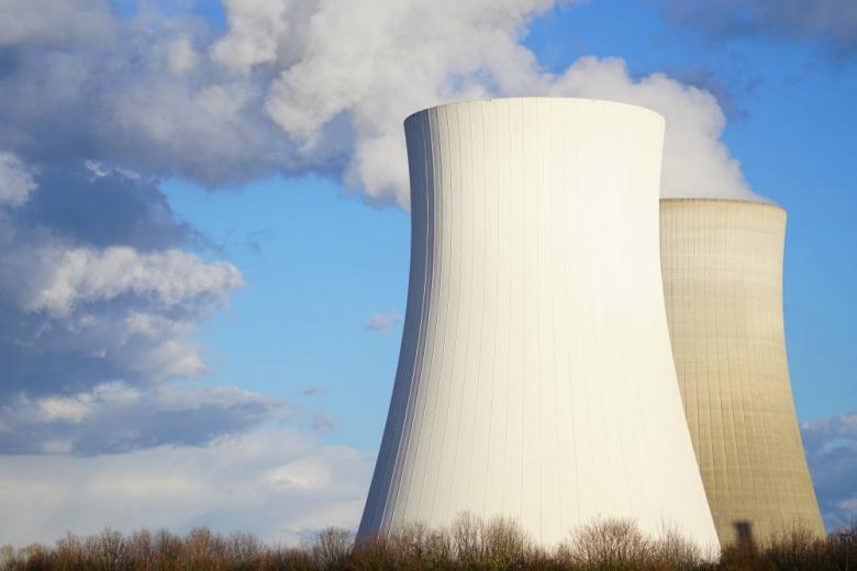 Филлипсбургская АЭС осталась без 150-метровых башен-охладителей фото