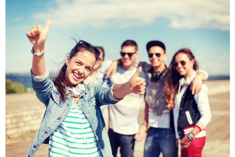 Группа подростков фото