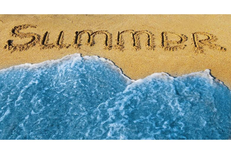 Песок с надписью summer фото