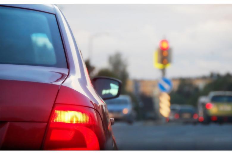 Проезд на красный свет светофора фото
