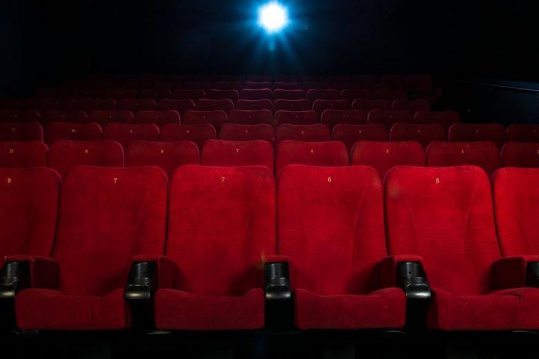 пустой зал кинотеатра фото
