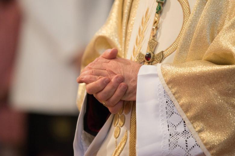 Священники церквей недополучат около миллиарда из-за коронакризиса фото