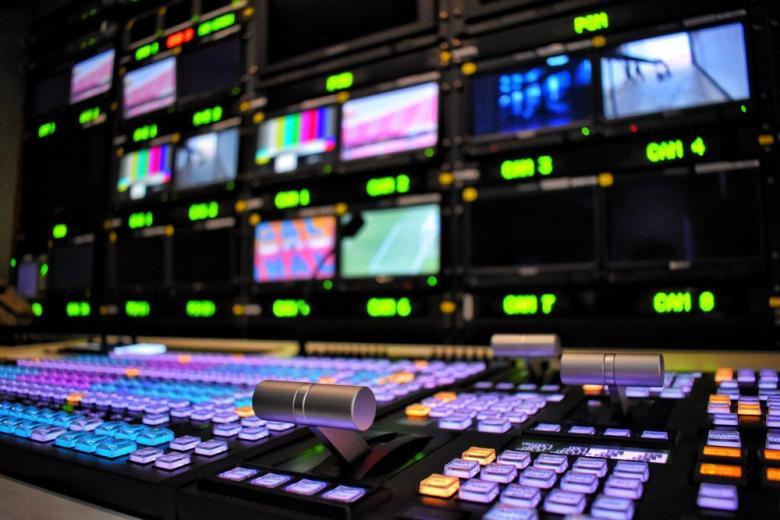 Телевидение под ударом политических экстремистов, сжигающих передатчики и линии связи фото