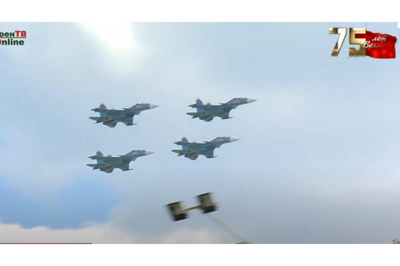 В небе летят самолеты беларусских ВВС фото