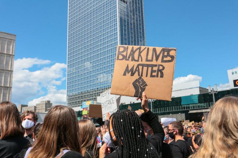 Акция протеста в Берлине закончилась ранениями полицейских и арестом фото