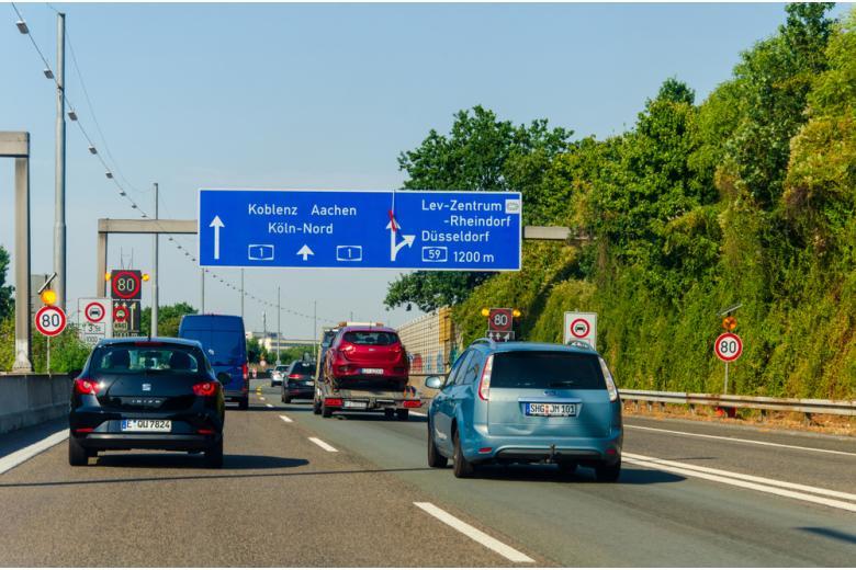 автомобили на дороге фото