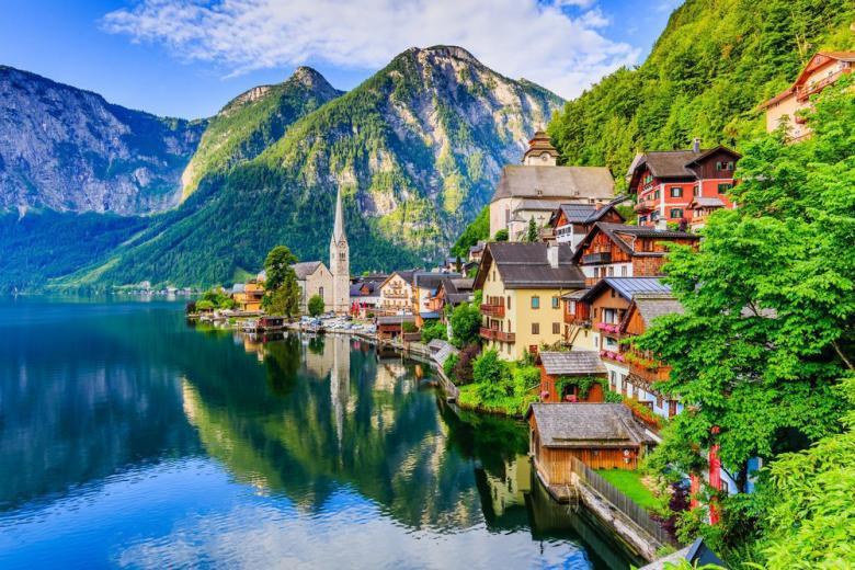 Деревня у подножья австрийских Альп фото