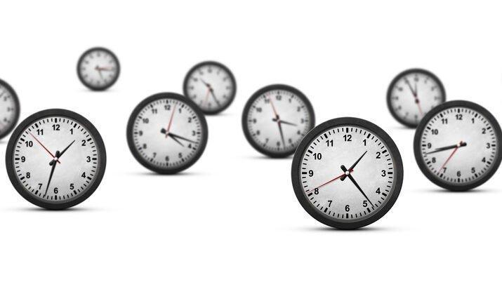 настенные механические часы фото