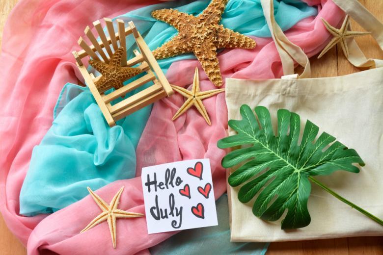 Пляжные принадлежности с запиской - Привет июль фото