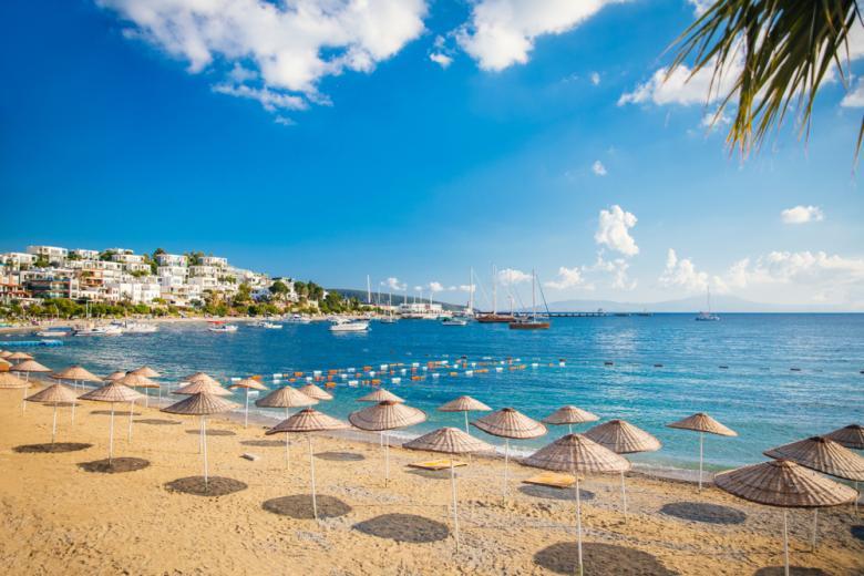 Турецкие пляжи пока ожидают новых туристов фото