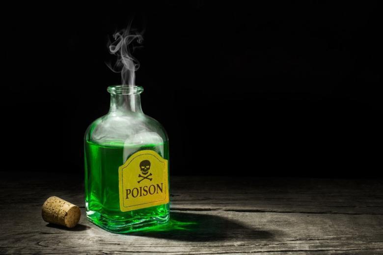 Яд в напитках подливает неизвестный убийца фото