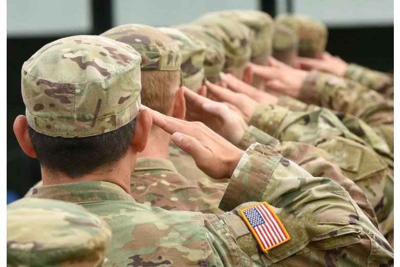 Американских солдат просят остаться в Европе фото