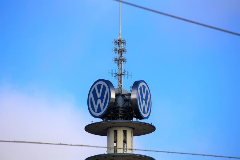 Башня Volkswagen на заводе в Ганновере фото