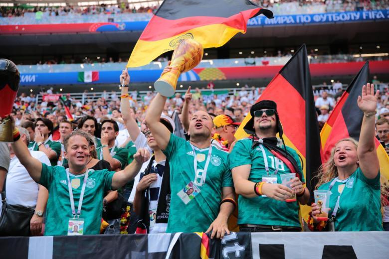 Болельщики Германии в футбольном матче Чемпионата мира по футболу 2018 года фото